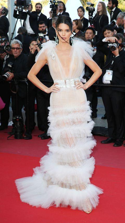 Red carpet, Dress, Fashion model, Gown, Carpet, Shoulder, Clothing, Flooring, Haute couture, Premiere,