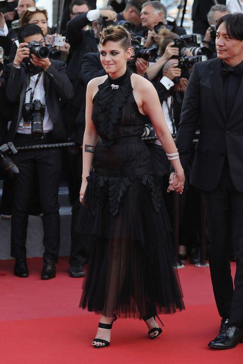 Red carpet, Carpet, Dress, Premiere, Clothing, Flooring, Event, Fashion, Public event, Haute couture,