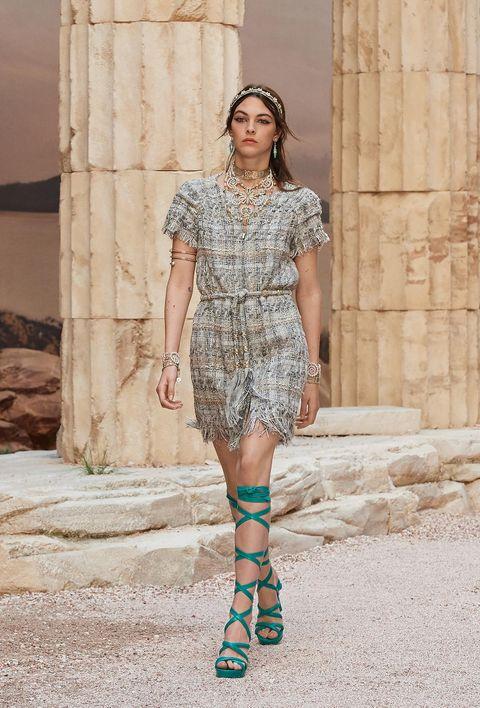Fashion model, Fashion, Clothing, Fashion show, Street fashion, Footwear, Fashion design, Runway, Dress, Shoulder,