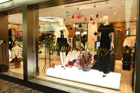 Boutique, Retail, Display window, Outlet store, Display case, Building, Floristry, Shopping mall, Interior design, Floral design,