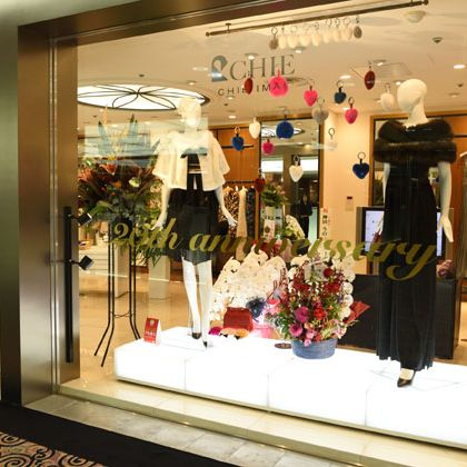 Boutique, Retail, Display window, Display case, Outlet store, Building, Fashion, Floristry, Shopping mall, Interior design,
