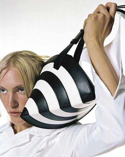 White, Blond, Shoulder, Bag, Photography, Photo shoot, Hobo bag, Handbag, Fashion accessory, Style,