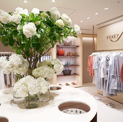White, Room, Interior design, Flower, Flower Arranging, Furniture, Floristry, Plant, Decoration, Dining room,