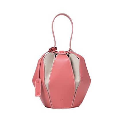 Bag, Handbag, Fashion accessory, Pink, Shoulder bag, Material property, Luggage and bags, Leather, Beige, Baggage,