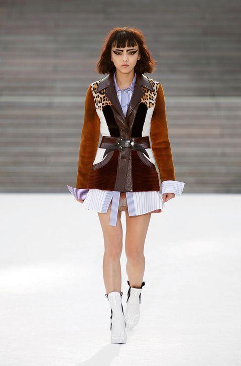 Fashion model, Fashion, Fashion show, Clothing, Fashion design, Runway, Outerwear, Leg, Human leg, Event,
