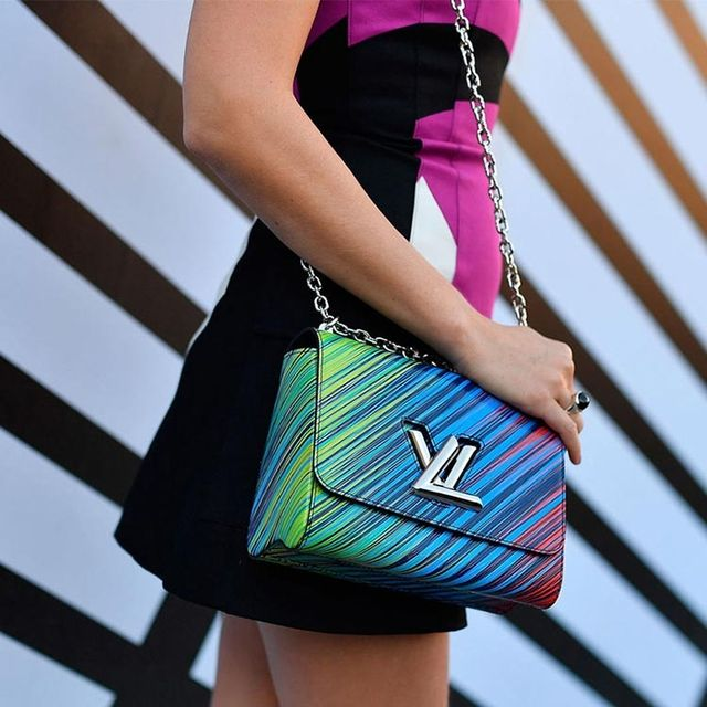 Blue, Shoulder, Bag, Joint, Pattern, Style, Waist, Fashion accessory, Electric blue, Magenta,