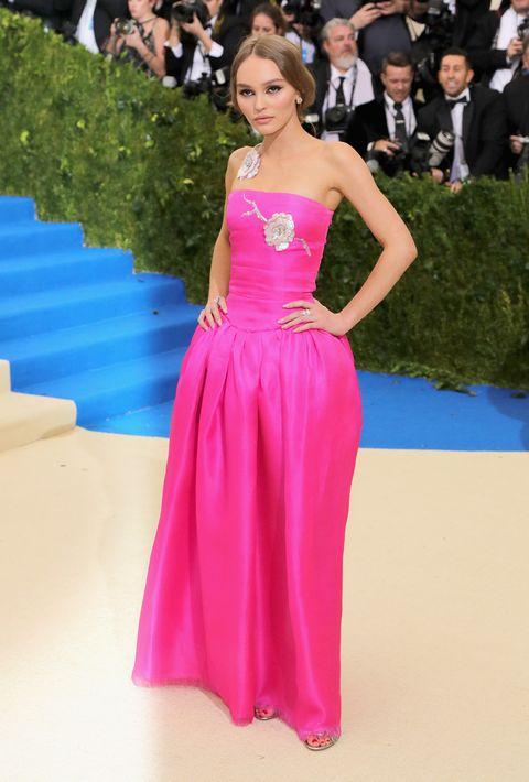 Dress, Shoulder, Outerwear, Formal wear, Pink, Coat, Style, Premiere, Carpet, Flooring,