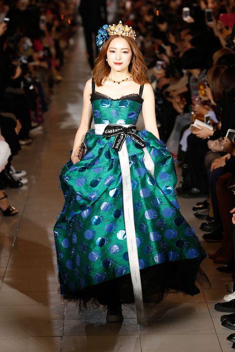 Fashion, Fashion model, Fashion show, Clothing, Haute couture, Runway, Dress, Fashion design, Gown, Event,