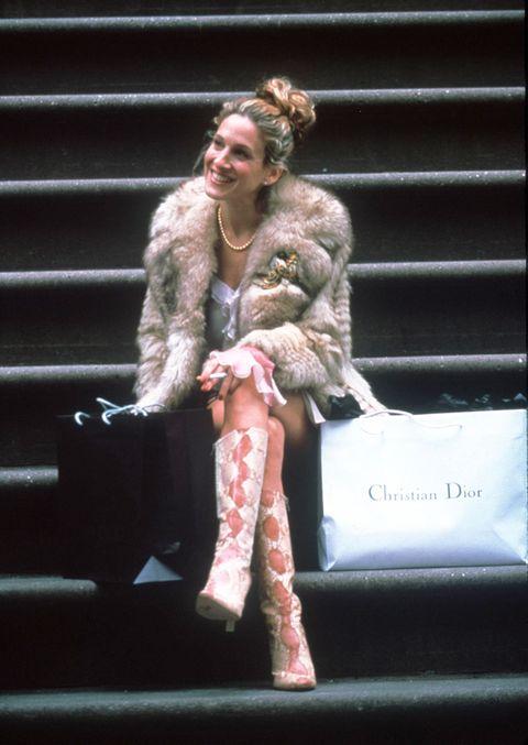 Fur, Fur clothing, Performance, Fashion, Pink, Textile, Performing arts, Performance art, Event, Street fashion,