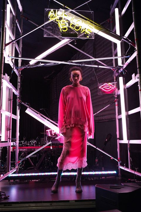 Pink, Performance, Stage, Purple, Neon, Light, Magenta, Lighting, Performing arts, Performance art,