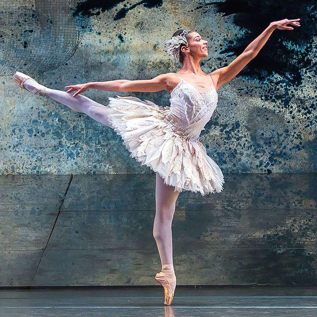 Ballet, Dancer, Ballet dancer, Dance, Athletic dance move, Performing arts, Entertainment, Ballet tutu, Footwear, Performance art,