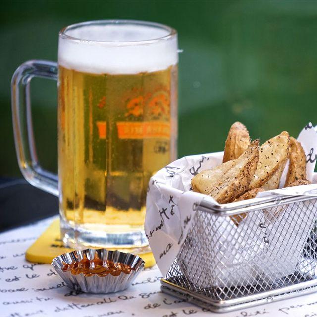 Beer, Drink, Drinkware, Beer glass, Tableware, Alcohol, Food, Alcoholic beverage, Barware, Glass,
