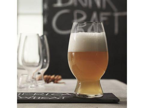 Beer glass, Drink, Alcoholic beverage, Beer, Wheat beer, Drinkware, Distilled beverage, Pint glass, Glass, Beer cocktail,