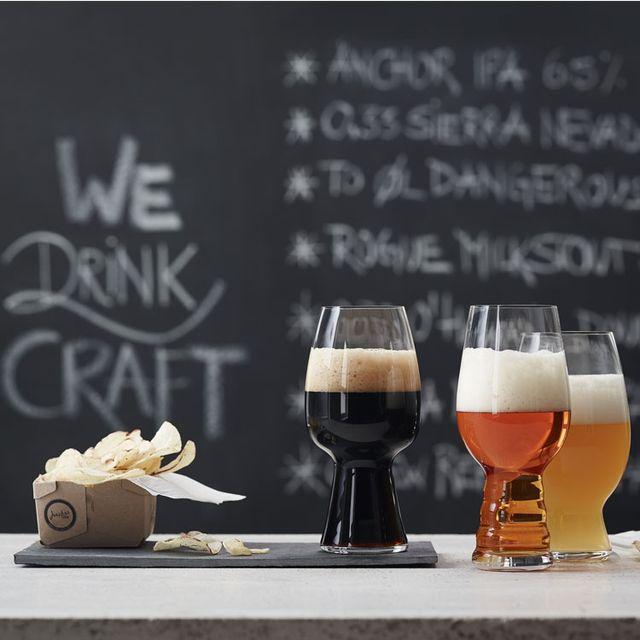 Beer, Glass, Barware, Drink, Drinkware, Beer glass, Alcoholic beverage, Alcohol, Stemware, Tableware,
