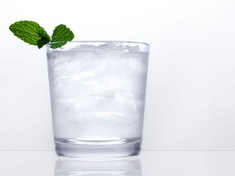 Highball glass, Drink, Vodka and tonic, Rickey, Glass, Highball, Ice cube, Tumbler, Non-alcoholic beverage, Distilled beverage,