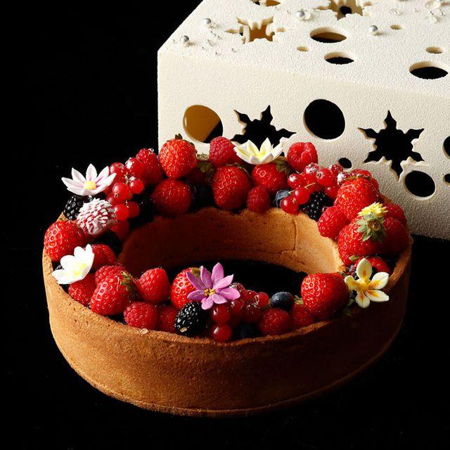 Food, Berry, Fruit, Frutti di bosco, Cake, Fruit cake, Dessert, Sweetness, Dish, Cuisine,