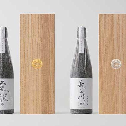 Bottle, Wine bottle, Glass bottle, Calligraphy, Tableware, Drink,