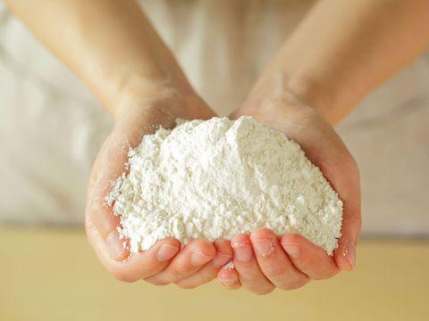 Wheat flour, All-purpose flour, Food, Hand, Whole-wheat flour, Dough, Flour, Cuisine, Powder, Ingredient,