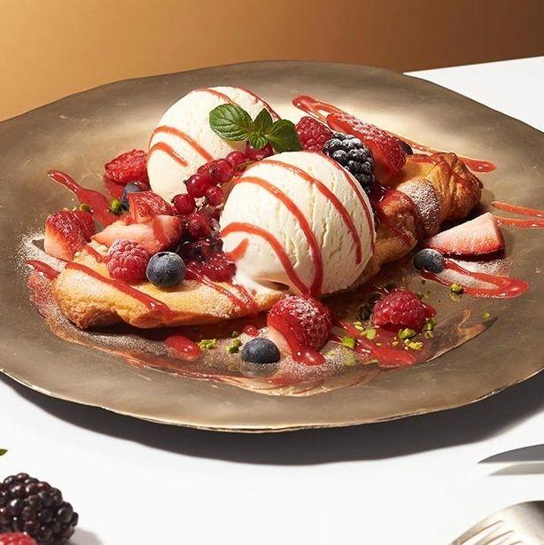 Dish, Food, Cuisine, Ingredient, Strawberry, Frozen dessert, Frutti di bosco, Dessert, Strawberries, Berry,