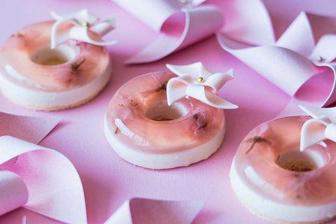 Pink, Sugar paste, Food, Icing, Meringue, Fondant, Cuisine, Buttercream, Dessert, Cake decorating,