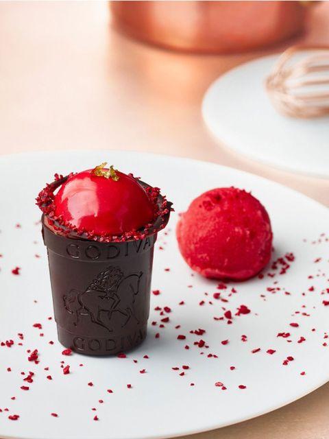 Food, Dessert, Baking cup, Cuisine, Dish, Frozen dessert, Sweetness, Muffin, Chocolate, Cupcake,