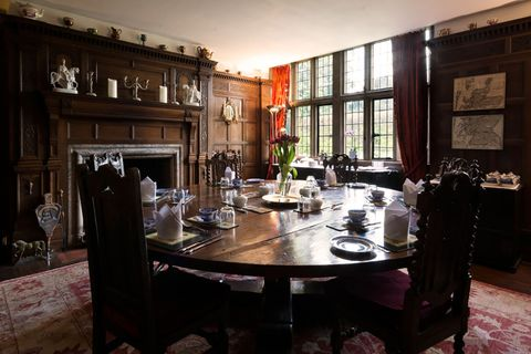 Room, Property, Dining room, Furniture, Building, Interior design, Table, House, Restaurant, Home,
