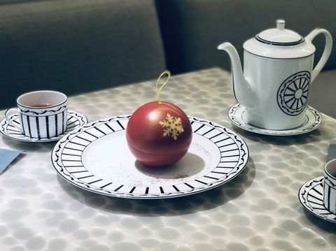 Porcelain, Saucer, Serveware, Tableware, Dishware, Ceramic, Table, Cup, Coffee cup, Cup,