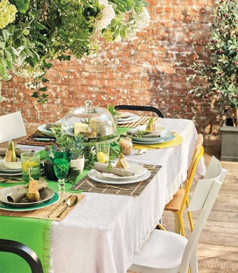 Tablecloth, Green, Table, Rehearsal dinner, Furniture, Yellow, Restaurant, Room, Centrepiece, Brunch,