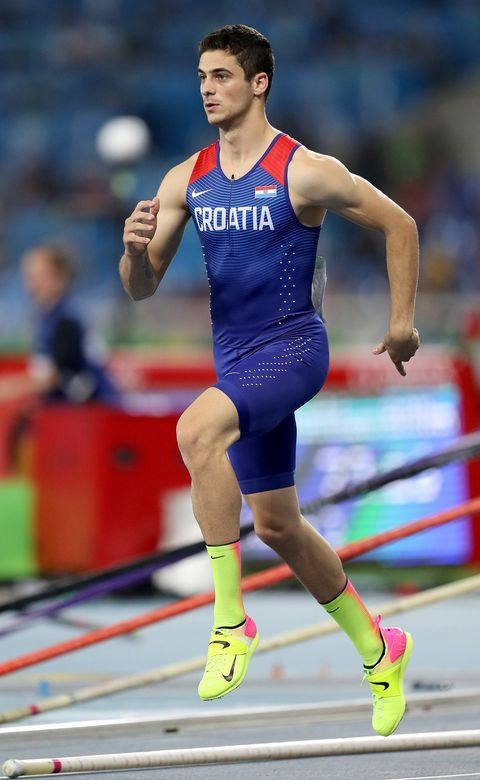 Sports uniform, Shoe, Sportswear, Human leg, Red, Athletic shoe, Competition event, Athlete, Sports, Individual sports,