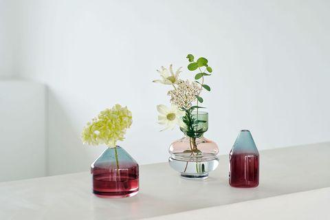 Vase, Flowerpot, Room, Table, Interior design, Houseplant, Still life photography, Design, Flower, Material property,