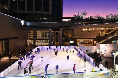 Ice rink, Building, Skating, Ice skating, Sport venue, Leisure, Architecture, Recreation, Field house, City,