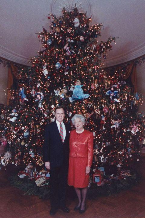Christmas tree, People, Tree, Christmas decoration, Crowd, Christmas ornament, Christmas, Standing, Event, Fun,