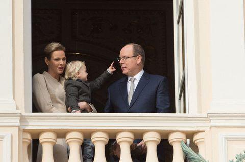 Glasses, Coat, Tie, Baluster, White-collar worker, Molding, Family, Balcony, Handrail,