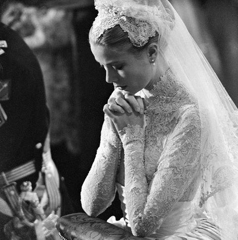 Bridal veil, Veil, Photograph, Bridal accessory, Bridal clothing, Wedding dress, Bride, Headgear, Headpiece, Monochrome,