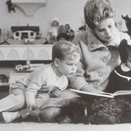 Hair, Head, Child, Sitting, Sharing, Toddler, Reading, Lap, Vintage clothing, Learning,