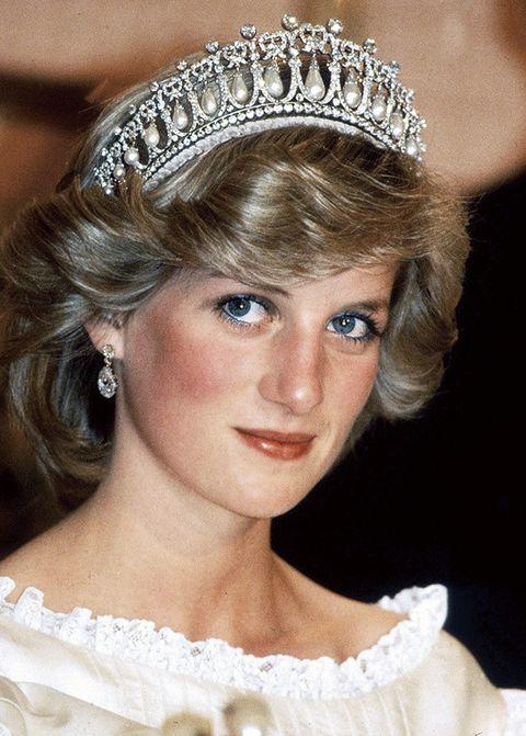 Crown, Hair accessory, Headpiece, Bridal accessory, Style, Fashion accessory, Headgear, Tiara, Fashion, Beauty,