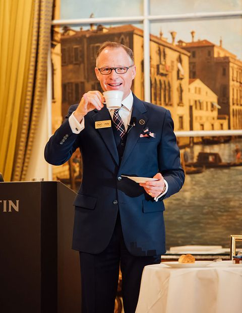 Suit, Formal wear, Yellow, Tuxedo, Businessperson, White-collar worker, Event, Outerwear, Speech, Blazer,