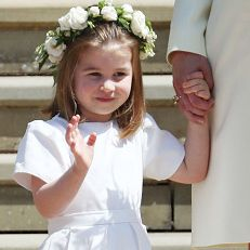 Child, Headpiece, Hair accessory, Dress, Ceremony, Headgear, Fashion accessory, Uniform, Smile, Ritual,