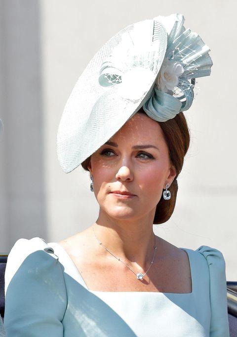 White, Clothing, Beauty, Hat, Headpiece, Fashion, Headgear, Fashion accessory, Photography, Costume hat,