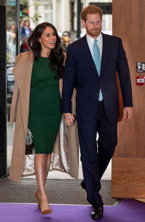 Suit, Clothing, Green, Formal wear, Red carpet, Carpet, Fashion, Pantsuit, Dress, Tuxedo,