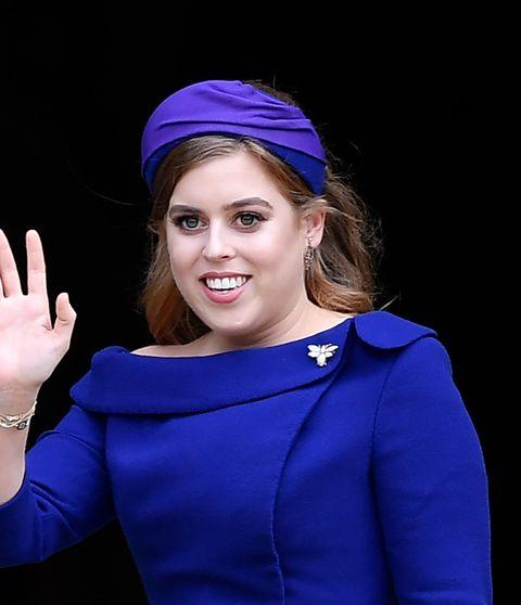 Cobalt blue, Electric blue, Blue, Purple, Beauty, Violet, Headband, Headgear, Smile, Hair accessory,
