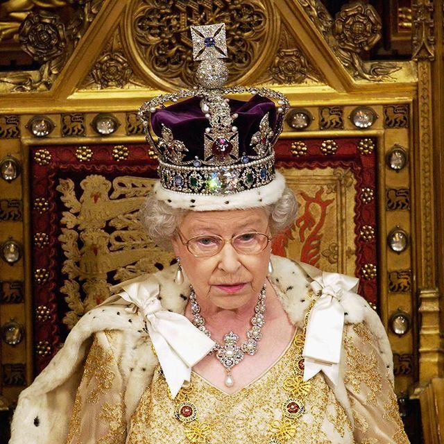 Pope, Crown, Clergy, Metropolitan bishop, Vestment, Monarchy, Headpiece, Monarch, Bishop, Tradition,
