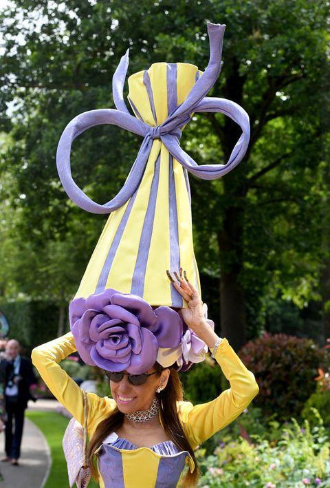 Costume, Fun, Pole, Plant, Flower, Wheel, Cosplay, Street performance, Sculpture, Art,