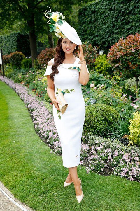 White, Clothing, Green, Dress, Shoulder, Waist, Botany, Grass, Fashion, Joint,