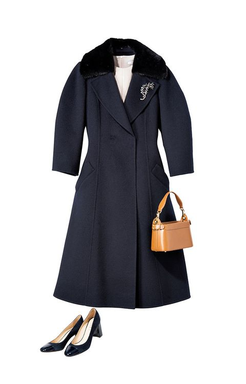 Clothing, Coat, Overcoat, Trench coat, Outerwear, Collar, Sleeve, Footwear, Dress, Formal wear,