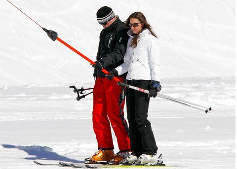 Recreation, Winter, Outdoor recreation, Ski Equipment, Winter sport, Goggles, Ski, Snow, Ski pole, Skier,