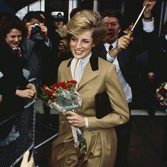 Coat, Formal wear, Bouquet, Tie, Flower Arranging, Cut flowers, Artificial flower, Floristry, Floral design, Ceremony,
