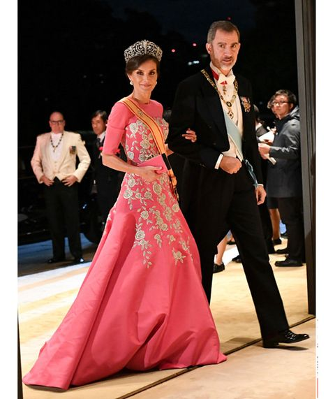 Pink, Formal wear, Dress, Fashion, Event, Beauty, Gown, Haute couture, Tradition, Fashion design,