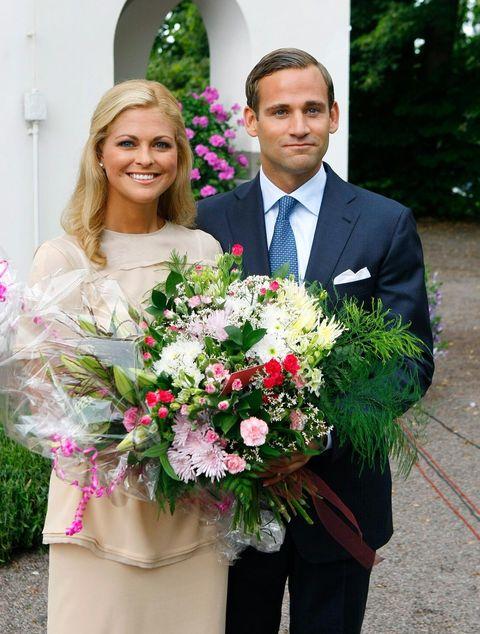 Flower Arranging, Bouquet, Floristry, Flower, Floral design, Cut flowers, Plant, Smile, Wedding dress, Pink,