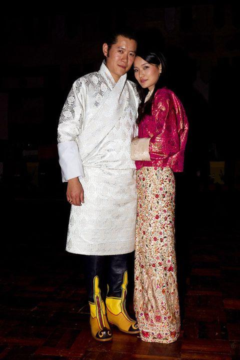 Fashion, Event, Costume, Textile, Night, Sari, Temple, Formal wear, Kimono, Smile,